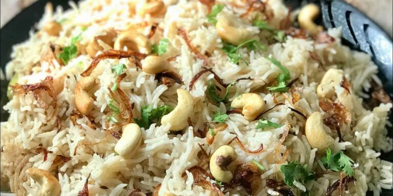 Basmatic rice cooked with cumin, raisins and cashewnuts
