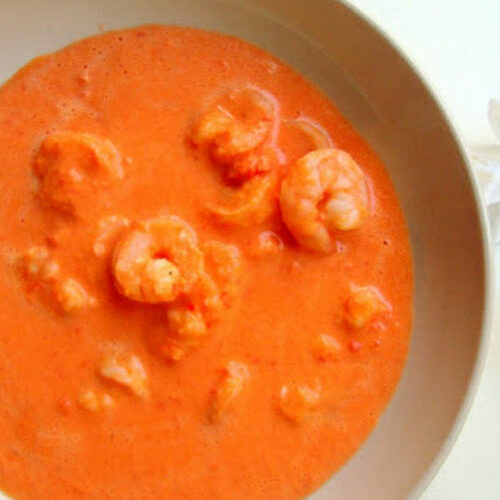 savoury cocktail with shrimp and bell peppers